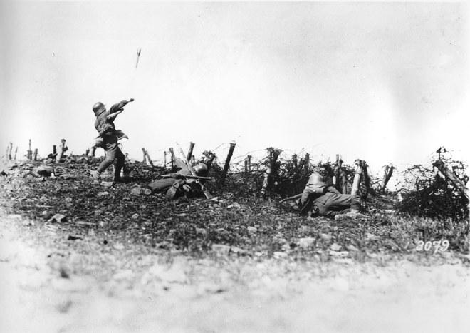 4-WWI-German-soldier-throws-grenade